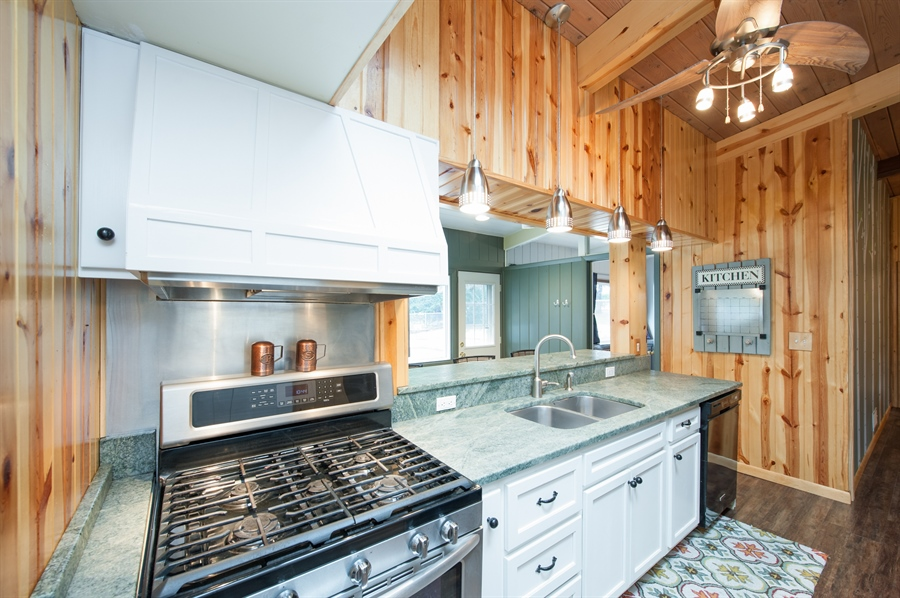 Real Estate Photography - 40105 97th St, Genoa City, WI, 53128 - Kitchen