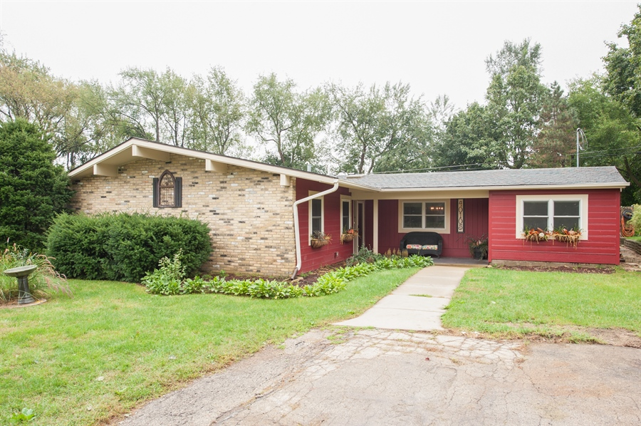 Real Estate Photography - 40105 97th St, Genoa City, WI, 53128 - Front View