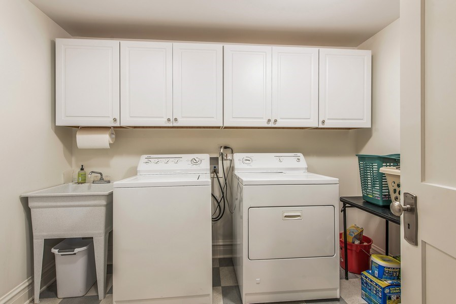 Real Estate Photography - 1623 Washington Ave, Wilmette, IL, 60091 - Laundry Room