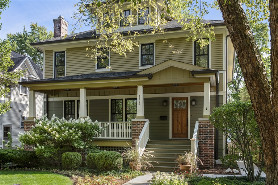 Real Estate Photography - 1623 Washington Ave, Wilmette, IL, 60091 - Front View