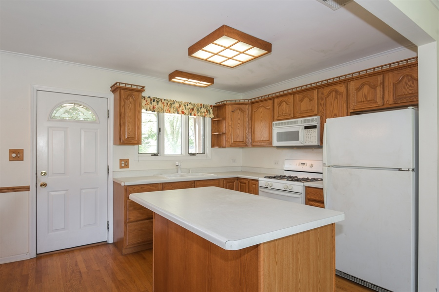 Real Estate Photography - 1217 N Chicago Ave, Arlington Heights, IL, 60004 - Kitchen