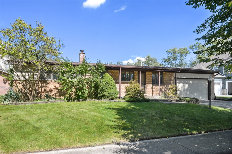 Real Estate Photography - 1217 N Chicago Ave, Arlington Heights, IL, 60004 - Front View