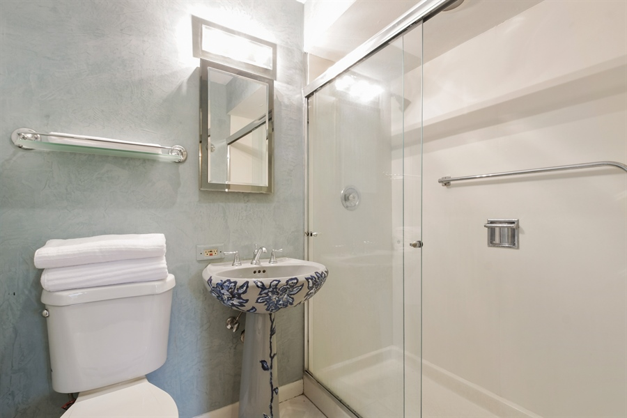 Real Estate Photography - 383 Seven Pines, Highland Park, IL, 60035 - Bathroom