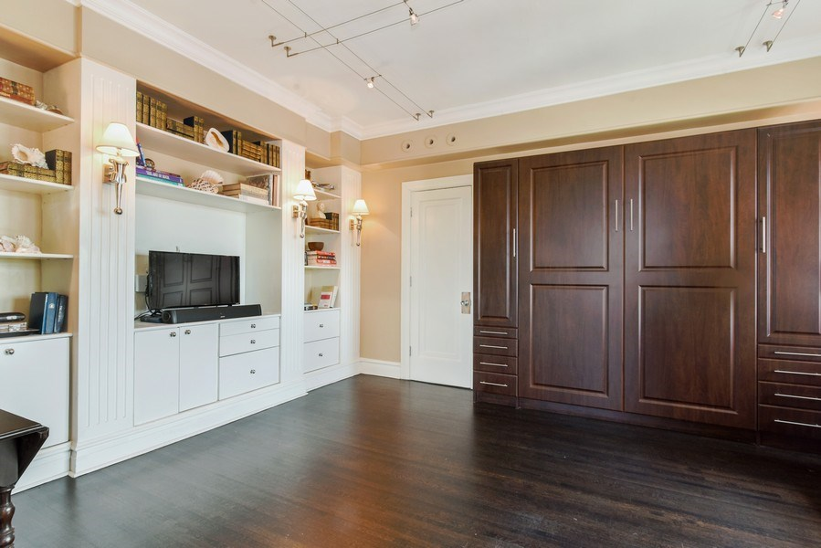 Real Estate Photography - 707 W Junior Ter, 6N, Chicago, IL, 60613 - 2nd Bedroom
