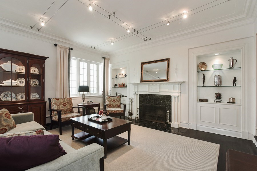 Real Estate Photography - 707 W Junior Ter, 6N, Chicago, IL, 60613 - Living Room