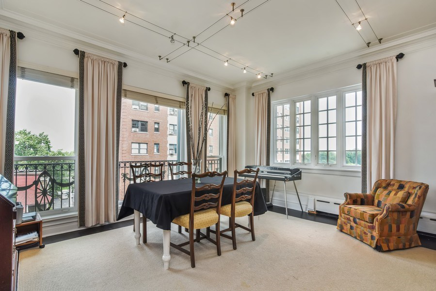 Real Estate Photography - 707 W Junior Ter, 6N, Chicago, IL, 60613 - Dining Room