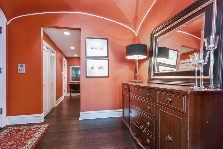 Real Estate Photography - 707 W Junior Ter, 6N, Chicago, IL, 60613 - Foyer