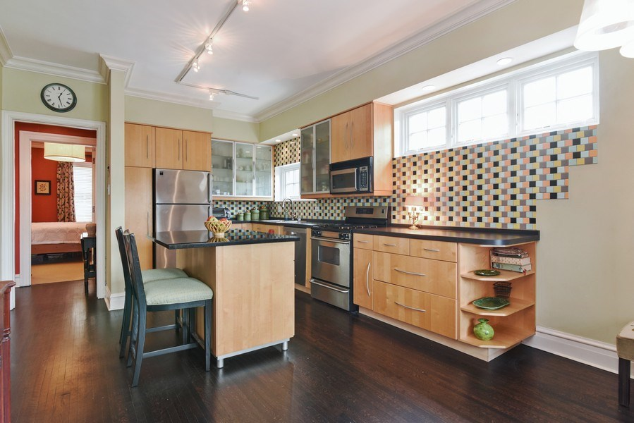 Real Estate Photography - 707 W Junior Ter, 6N, Chicago, IL, 60613 - Kitchen