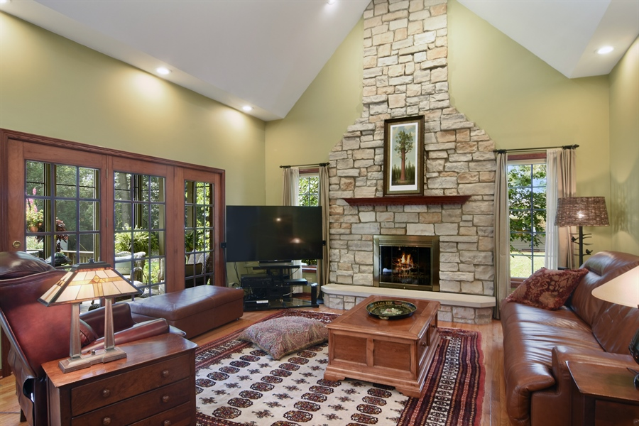 Real Estate Photography - 26541 Pond Shore, Wauconda, IL, 60084 - Family Room