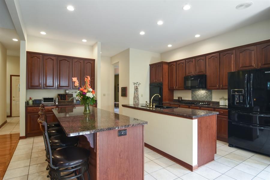 Real Estate Photography - 26541 Pond Shore, Wauconda, IL, 60084 - Kitchen