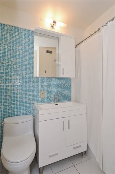 Real Estate Photography - 3430 Lake Shore Dr., 12M, Chicago, IL, 60657 - Bathroom