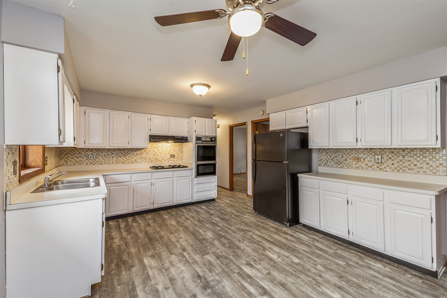 Real Estate Photography - 1660 S Mannheim road, westchester, IL, 60154 - Kitchen