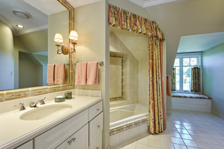 Real Estate Photography - 21923 N Old Barrington Rd, North Barrington, IL, 60010 - Bathroom