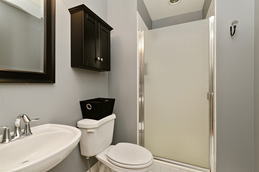 Real Estate Photography - 333 W Hubbard, 618, Chicago, IL, 60654 - Second Bathroom