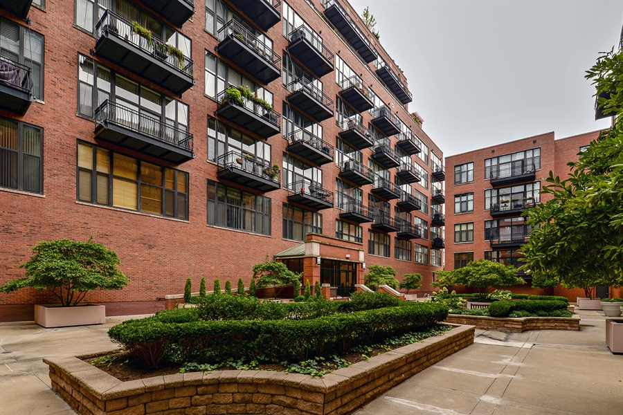 Real Estate Photography - 333 W Hubbard, 618, Chicago, IL, 60654 - Front View