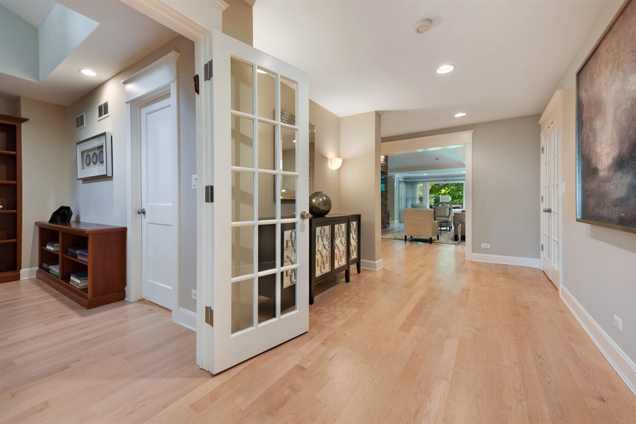 Real Estate Photography - 710 Elder Ct., Glencoe, IL, 60022 - Entryway