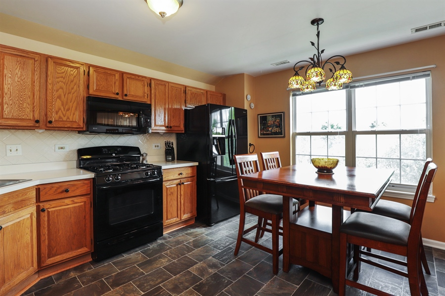 Real Estate Photography - 6868 W MOUNT VERNON, GURNEE, IL, 60031 - Kitchen / Breakfast Room