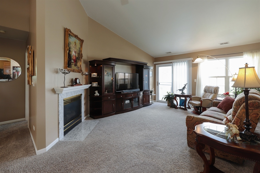 Real Estate Photography - 6868 W MOUNT VERNON, GURNEE, IL, 60031 - Great Room