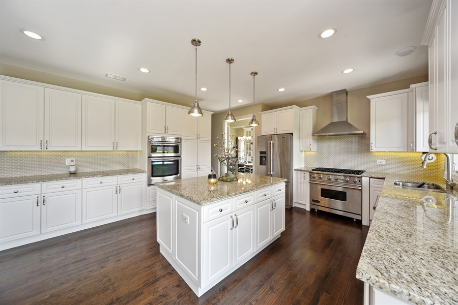 Real Estate Photography - 2 E Prairie Ct, Hawthorn Woods, IL, 60047 - Kitchen