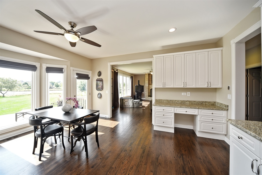 Real Estate Photography - 2 E Prairie Ct, Hawthorn Woods, IL, 60047 - Kitchen / Breakfast Room