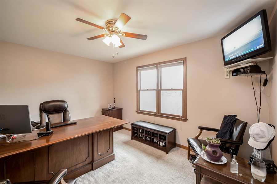 Real Estate Photography - 578 Yardley, Mundelein, IL, 60060 - Office/Den