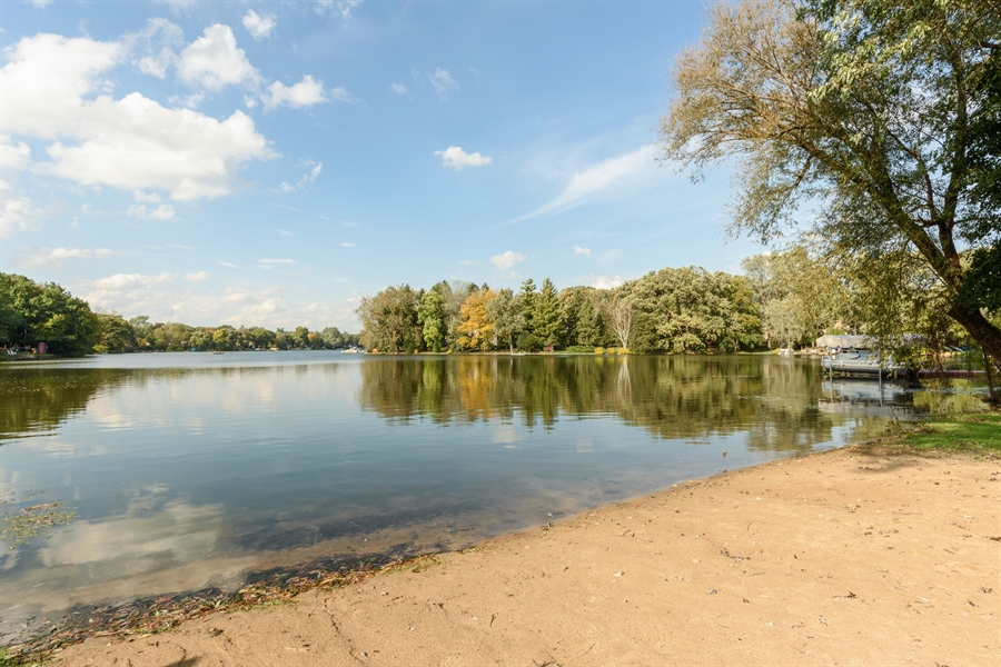 Real Estate Photography - 23858 N Lakeside DR, Lake Zurich, IL, 60047 - Beach