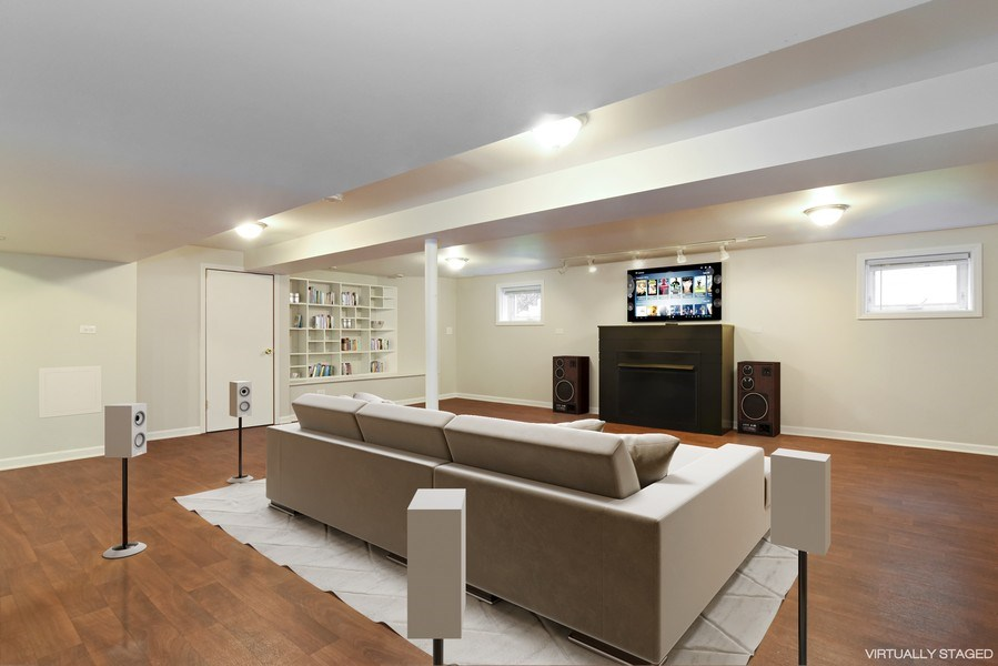 Real Estate Photography - 4915 Sherwin Ave, Skokie, IL, 60077 - Family room