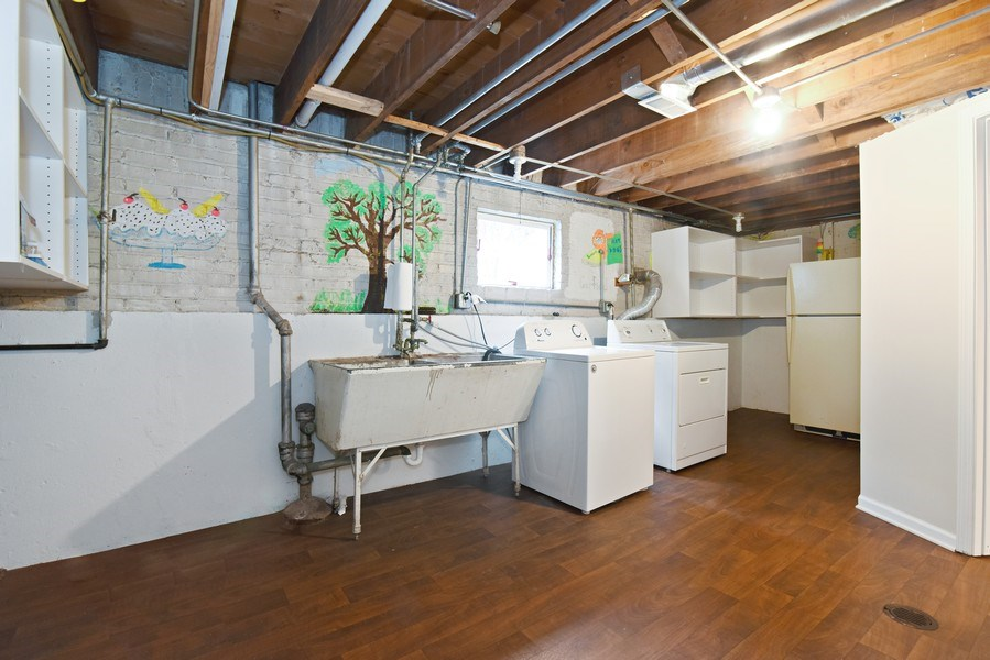 Real Estate Photography - 4915 Sherwin Ave, Skokie, IL, 60077 - Laundry Room