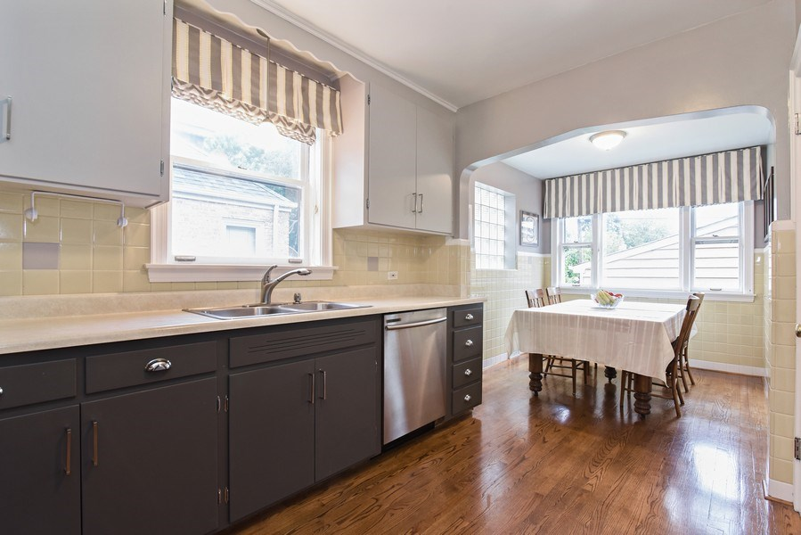Real Estate Photography - 4915 Sherwin Ave, Skokie, IL, 60077 - Kitchen