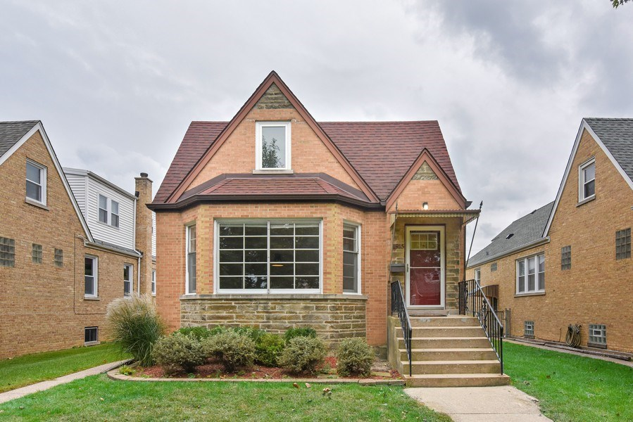 Real Estate Photography - 4915 Sherwin Ave, Skokie, IL, 60077 - Front View