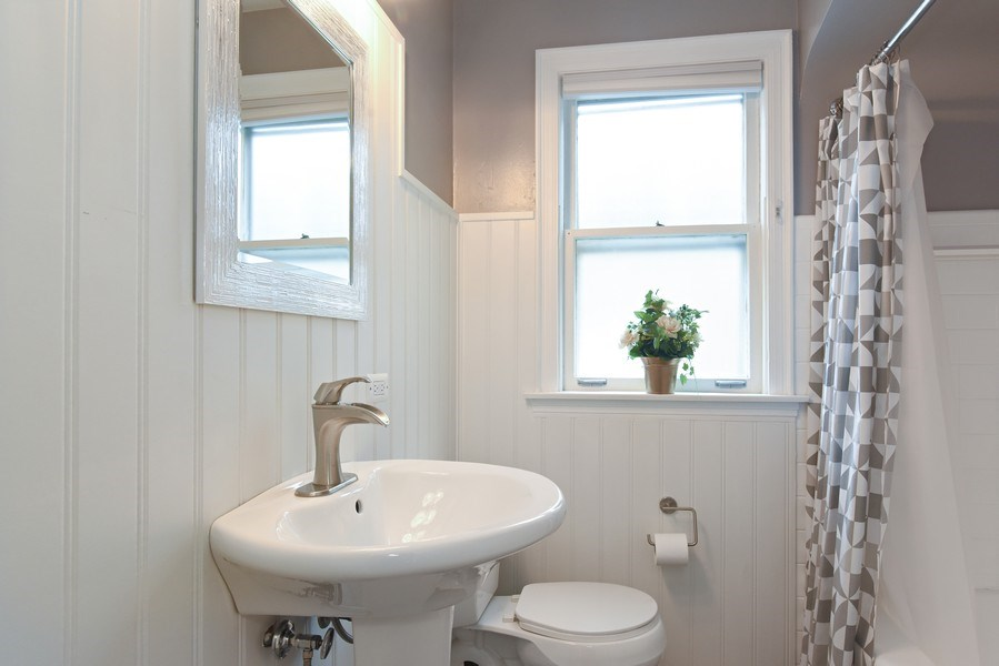 Real Estate Photography - 4915 Sherwin Ave, Skokie, IL, 60077 - Bathroom
