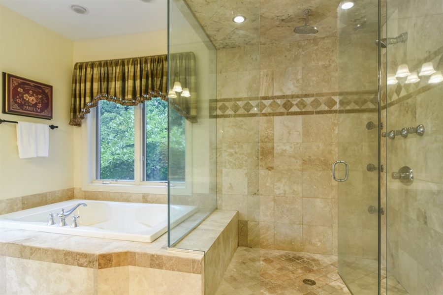 Real Estate Photography - 20817 west high ridge drive, kildeer, IL, 60047 - Master Bathroom