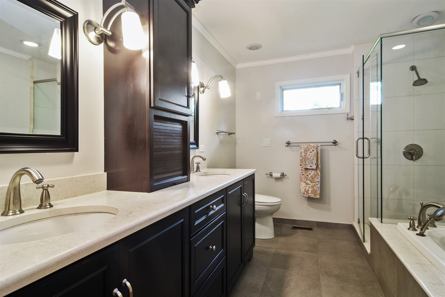 Real Estate Photography - 734 S Belmont Avenue, Arlington Heights, IL, 60005 - Master Bathroom