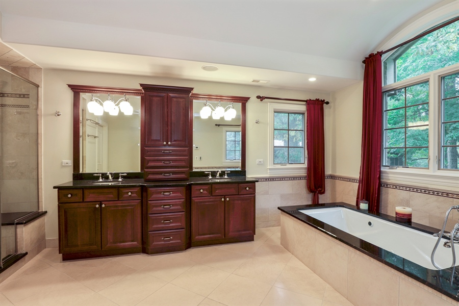Real Estate Photography - 36 Plymouth, lincolnshire, IL, 60069 - Master Bathroom
