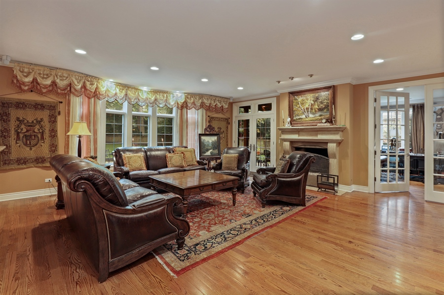 Real Estate Photography - 36 Plymouth, lincolnshire, IL, 60069 - Family Room