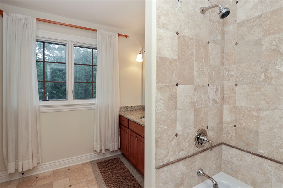 Real Estate Photography - 36 Plymouth, lincolnshire, IL, 60069 - Bathroom