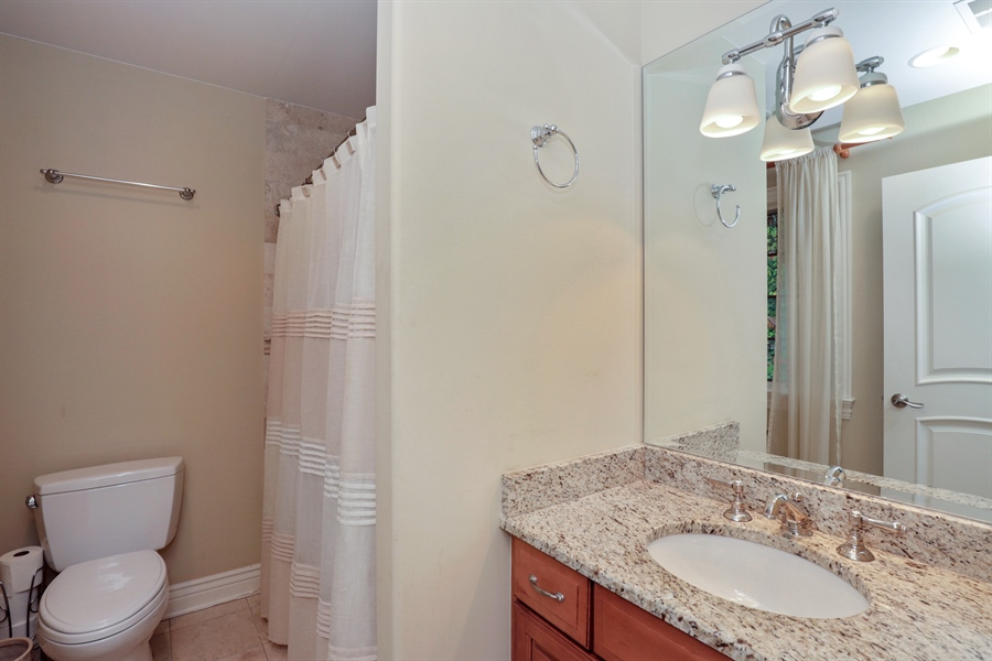 Real Estate Photography - 36 Plymouth, lincolnshire, IL, 60069 - 2nd Bathroom