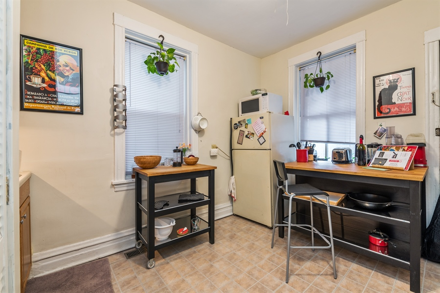 Real Estate Photography - 2239 W Fletcher St, Chicago, IL, 60614 - Kitchen