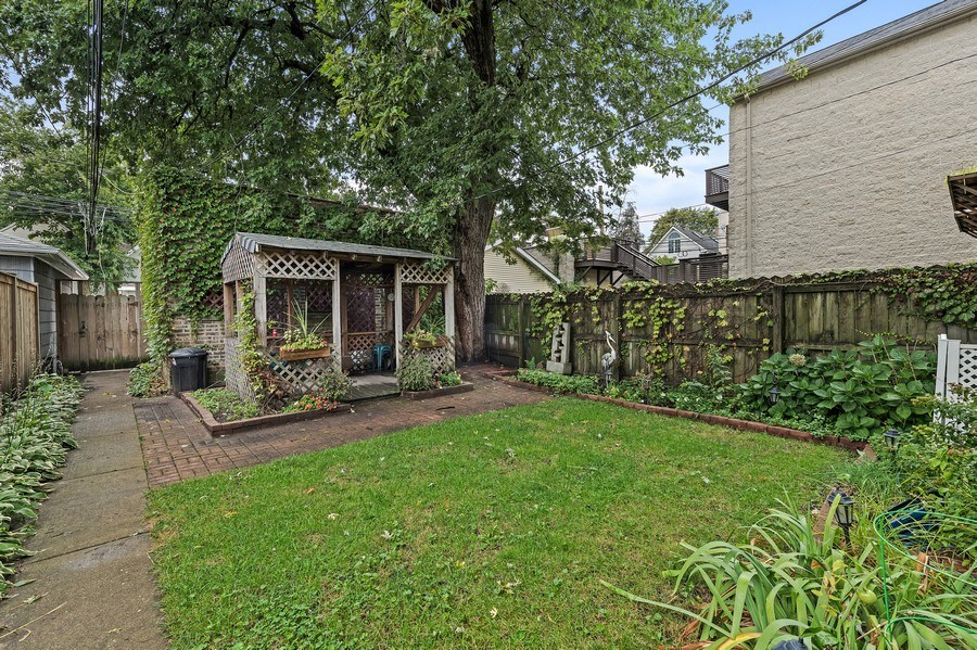 Real Estate Photography - 2239 W Fletcher St, Chicago, IL, 60614 - Back Yard