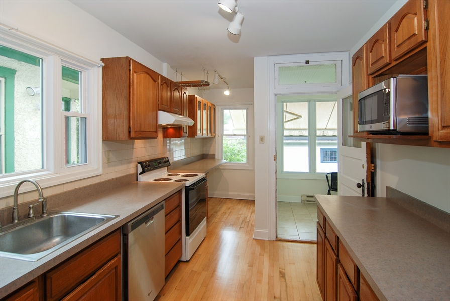 Real Estate Photography - 3620 Wesley Ave, Berwyn, IL, 60402 - Kitchen