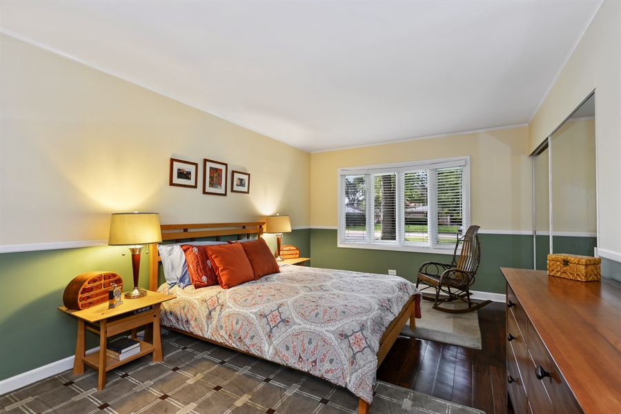 Real Estate Photography - 118 Lockerbie Ln, Wilmette, IL, 60091 - Master Bedroom