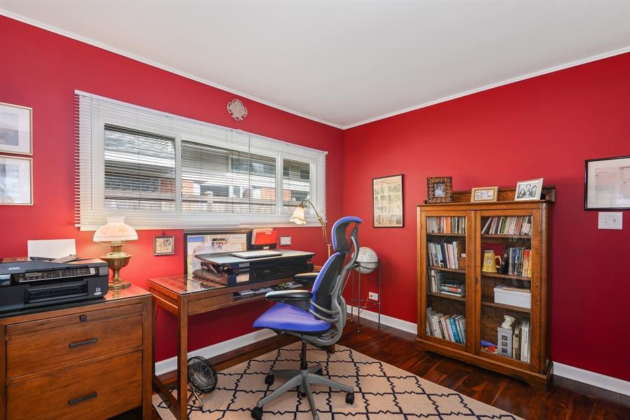 Real Estate Photography - 118 Lockerbie Ln, Wilmette, IL, 60091 - 3rd Bedroom