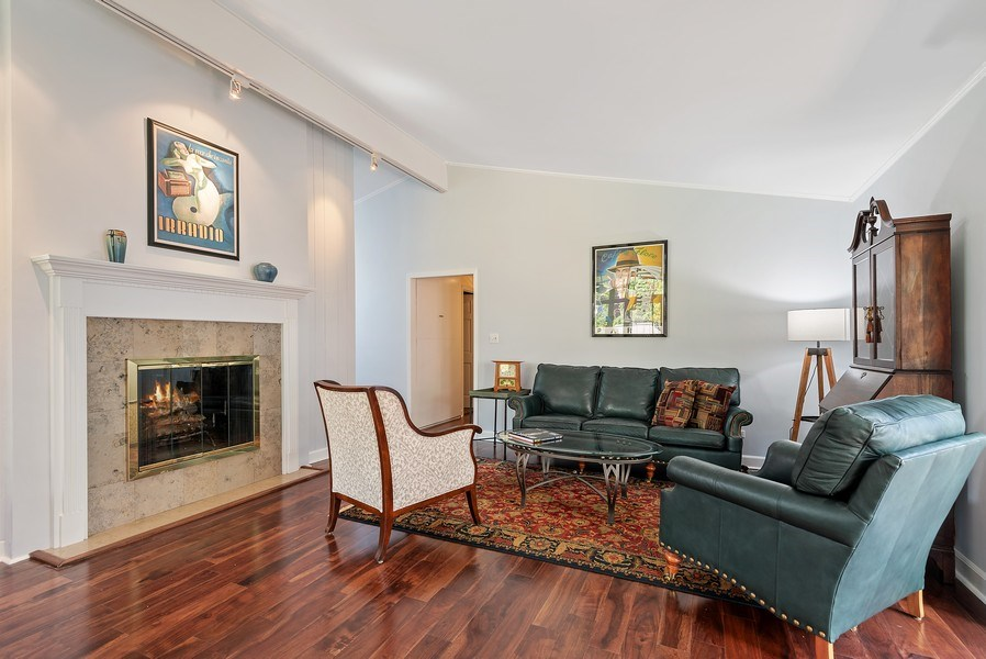 Real Estate Photography - 118 Lockerbie Ln, Wilmette, IL, 60091 - Living Room