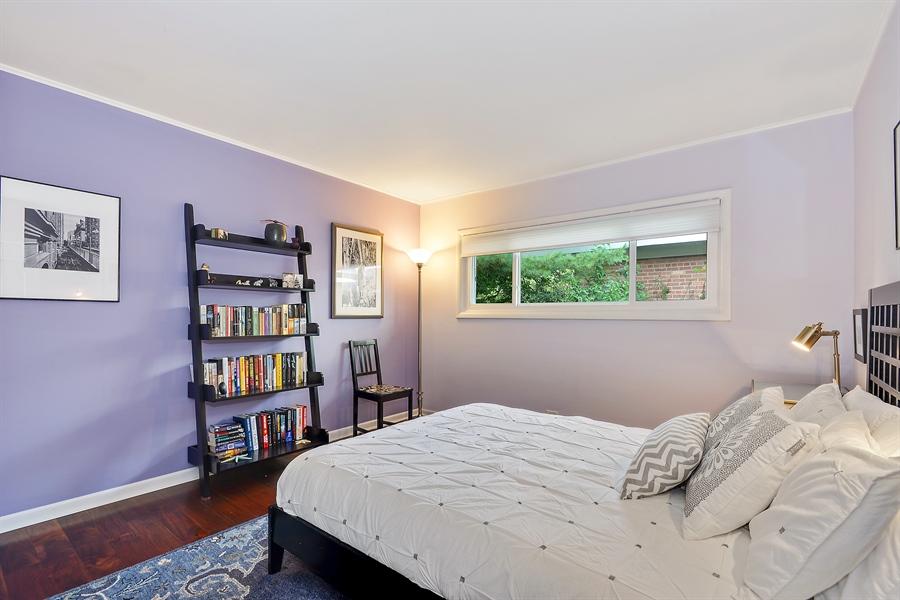 Real Estate Photography - 118 Lockerbie Ln, Wilmette, IL, 60091 - 2nd Bedroom