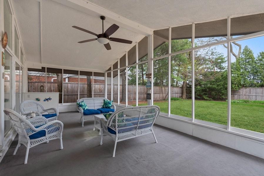 Real Estate Photography - 118 Lockerbie Ln, Wilmette, IL, 60091 - Screen Porch