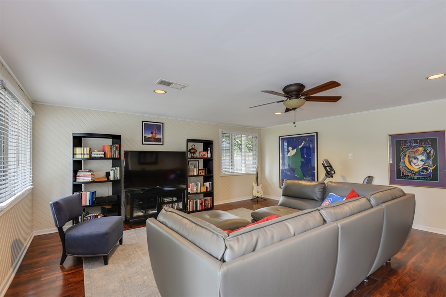 Real Estate Photography - 118 Lockerbie Ln, Wilmette, IL, 60091 - Family Room