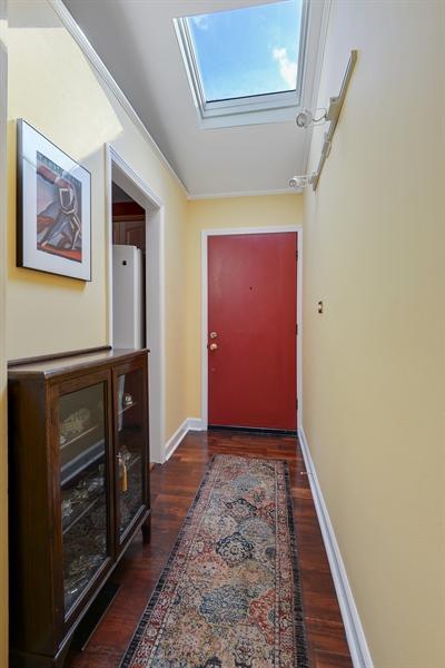 Real Estate Photography - 118 Lockerbie Ln, Wilmette, IL, 60091 - Foyer