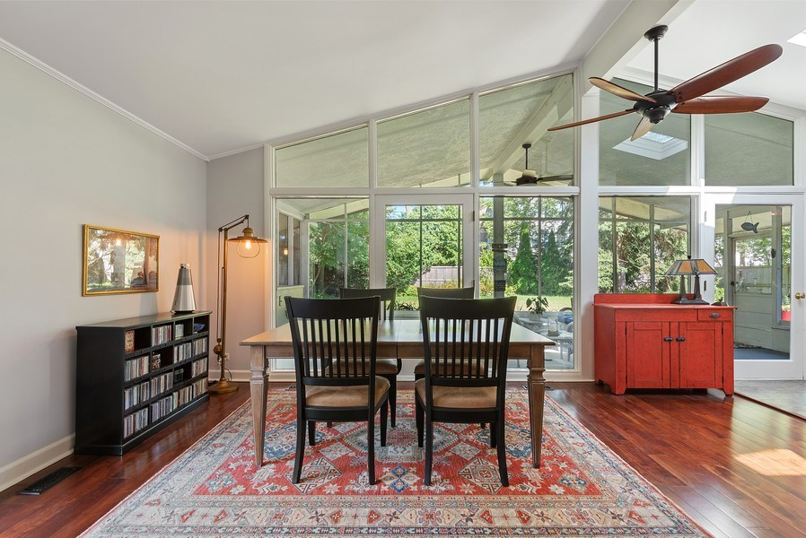 Real Estate Photography - 118 Lockerbie Ln, Wilmette, IL, 60091 - Dining Room