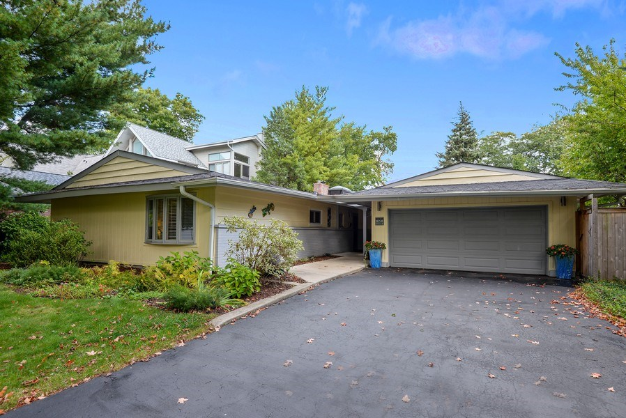 Real Estate Photography - 118 Lockerbie Ln, Wilmette, IL, 60091 - Front View