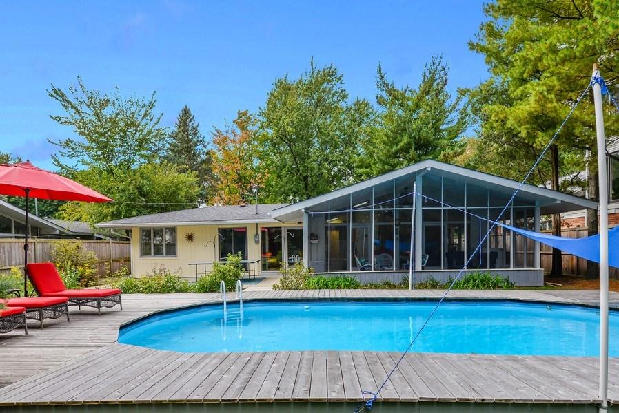 Real Estate Photography - 118 Lockerbie Ln, Wilmette, IL, 60091 - Rear View